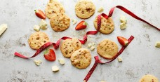 Strawberry White Chocolate Cookies-web